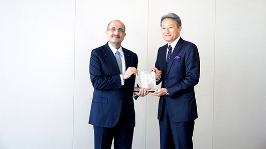 Mr. Kazuo Hirai, Sony's Corporation President and CEO, handing Mr. Bader Al-Darwish, Chairman and Managing Director of Darwish Holding, an award based on Fifty One East being the Eldest Distributor and Best Performer in the Middle East.